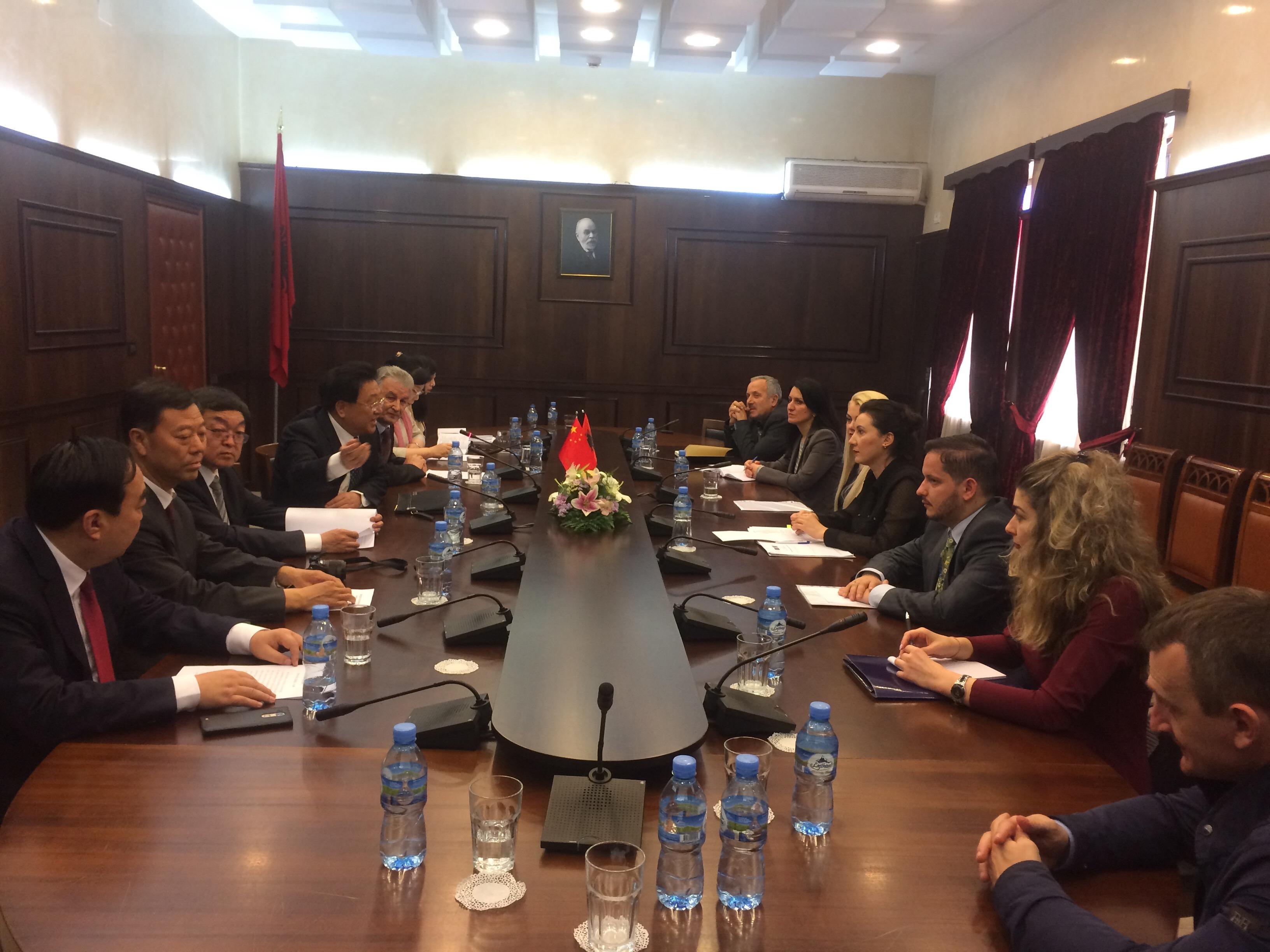 """Në kuadër të nismës së bashkëpunimin Kinë – Vendet e Evropës Qendrore dhe Lindore """"16+1 (Një brez, Një Rrugë) një delegacion i Gjykatës së Lartë të Republikës Popullore të Kinës ka vizituar këto ditë Tiranën"""