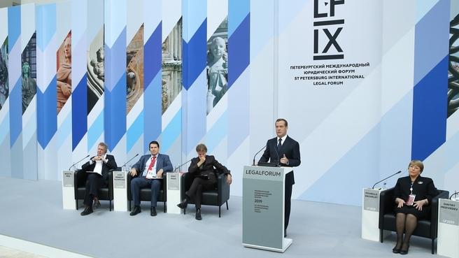 Kryetari i Gjykates se Larte z. Xhezair Zaganjori mori pjese ne Forumin e IX-te Nderkombetar te Drejtesise, zhvilluar ne Shen Petersburg ne datat 14 - 18 Maj 2019.