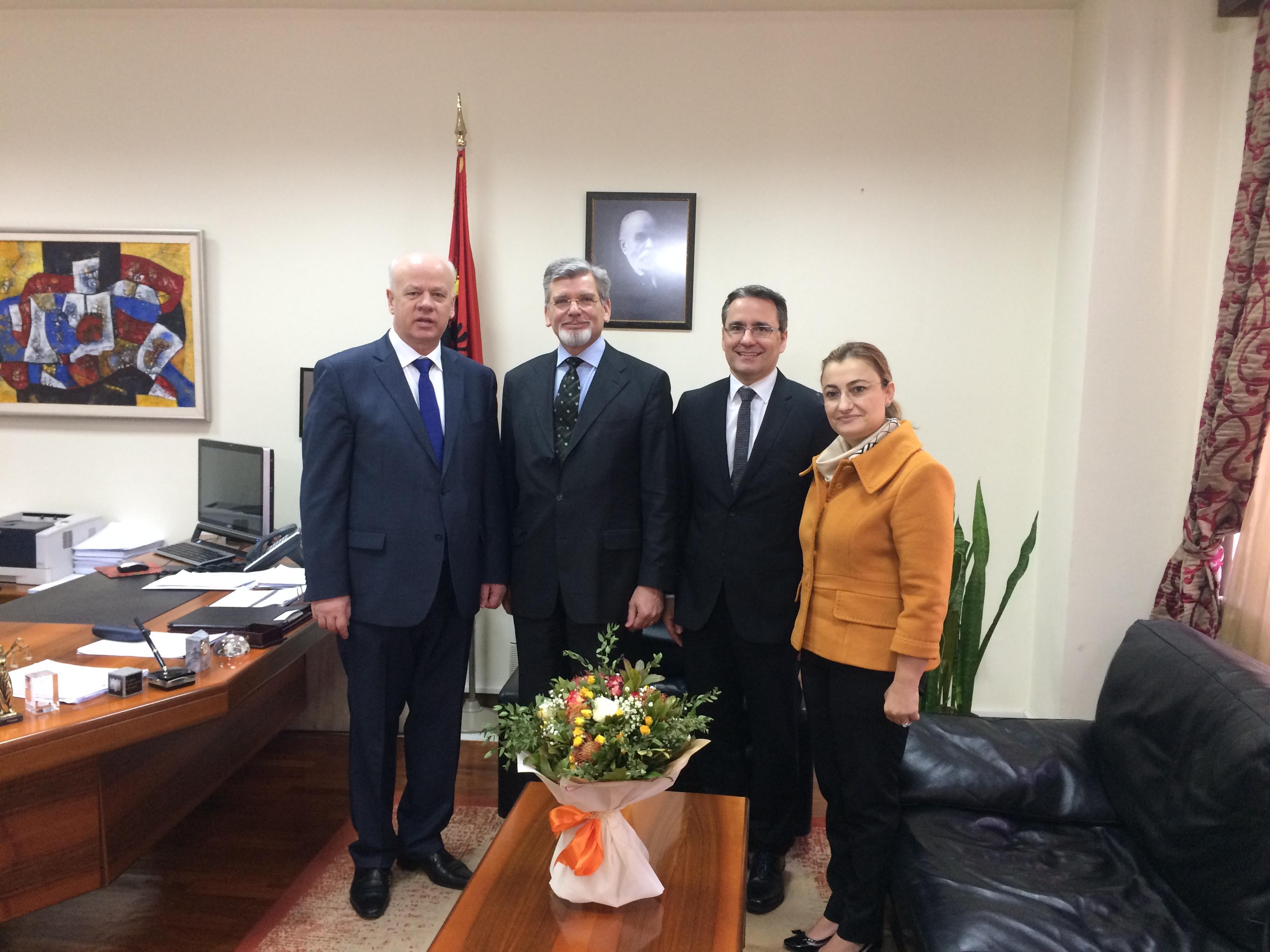 Një delegacion i Gjykatës Administrative Federale të Zvicrës, kryesuar nga kryetari i kësaj gjykate Z. Jean Luc Beachler dhe gjyqtari Pietro Angeli Busi, ka zhvilluar një vizitë zyrtare dy ditore në Shqipëri, me ftesë të Kryetarit të Gjykatës së Lartë