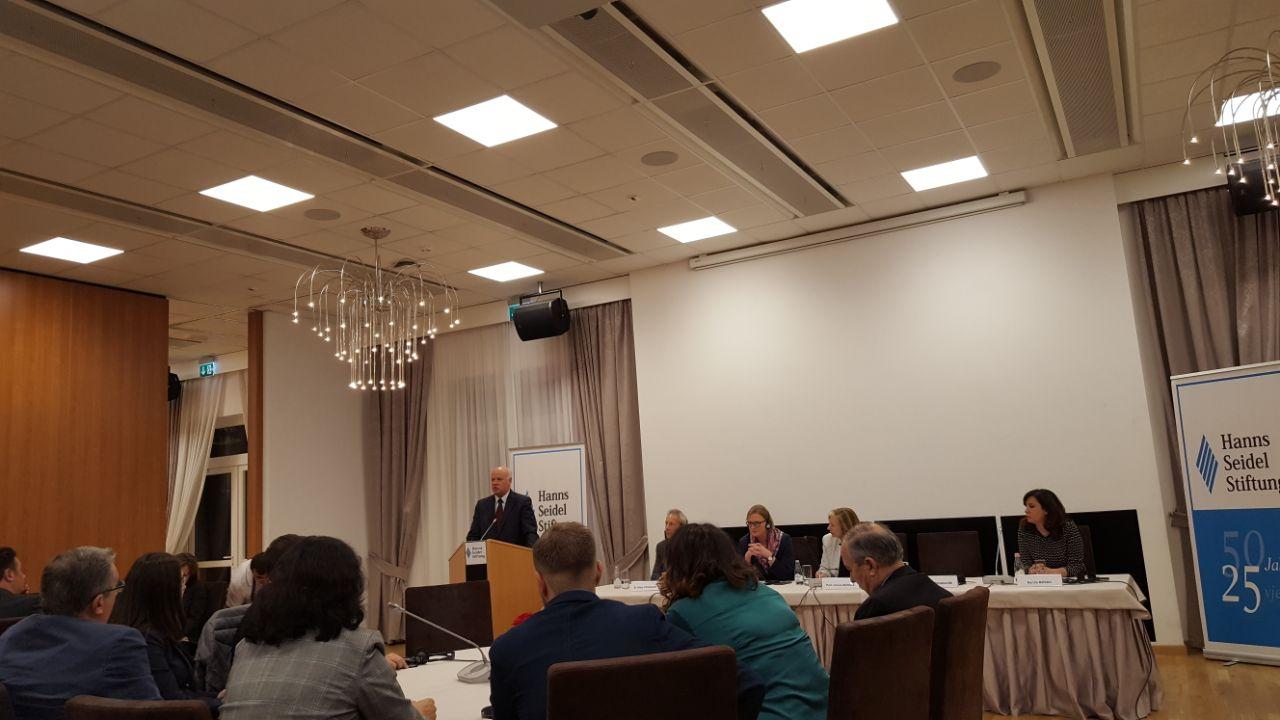 """Kryetari i Gjykatës së Lartë Z. Xhezair Zaganjori ka marrë pjesë në konferencën e organizuar nga Fondacioni Gjerman """"Hanns Seidel"""", me rastin e 25-vjetorit të veprimtarisë së këtij fondacioni në Shqipëri."""