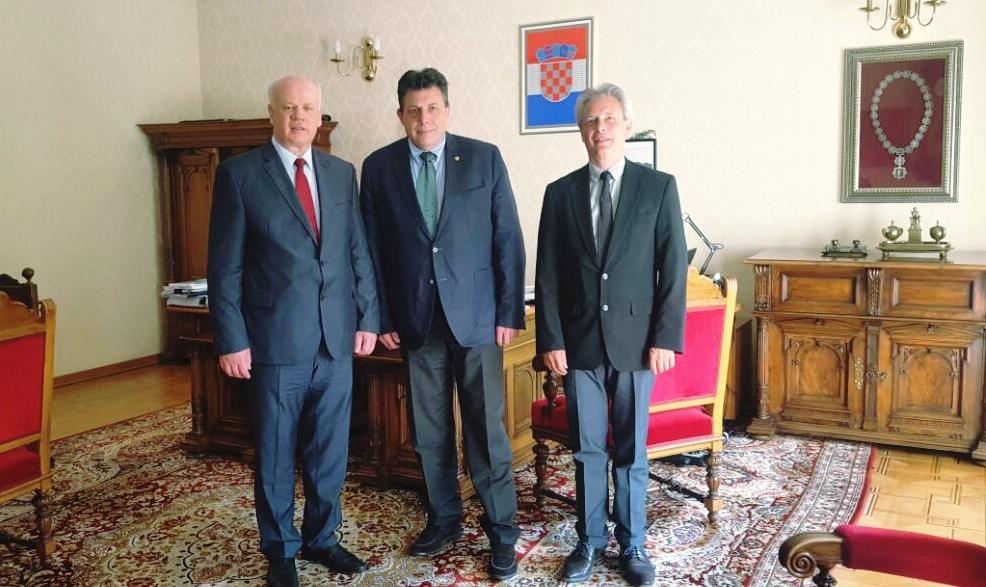 Kryetari i Gjykatës së Lartë Z. Xhezair Zaganjori ka zhvilluar një vizitë zyrtare në Kroaci, me ftesë të Presidentit të Gjykatës së Lartë të Kroacisë Z. Duro Sessa, i cili është njëkohësisht dhe Kryetar i Bordit të Akademisë së Gjyqtarëve.