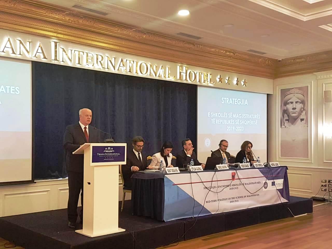 """Kryetari i Gjykatës së Lartë Z. Xhezair Zaganjori, mori pjesë në aktivitetin me temë: """"Strategjia afatmesme e Shkollës së Magjistraturës 2019-2023""""."""