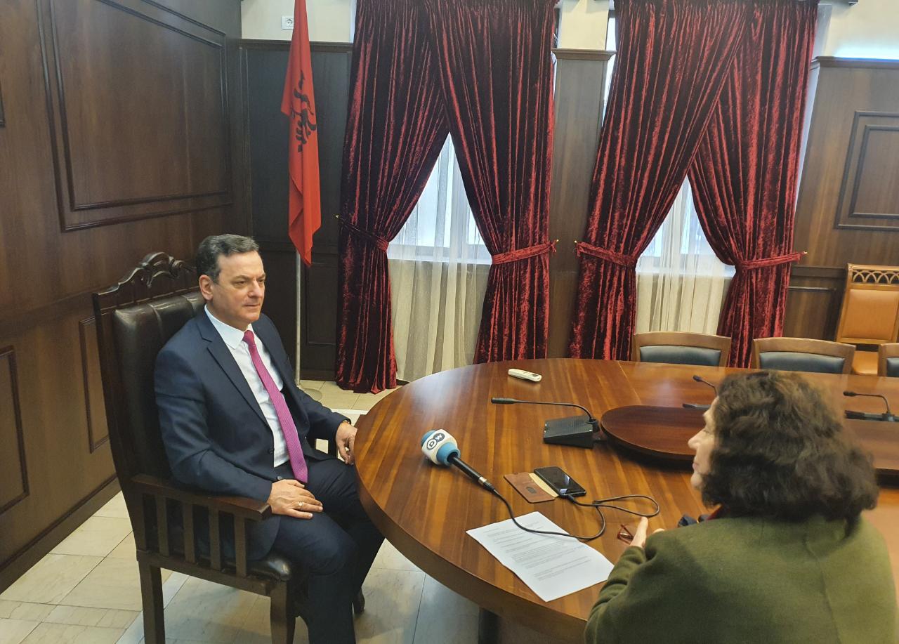 Interviste ekskluzive e Zëvendës Kryetarit të Gjykatës së Lartë Z. Sokol Sadushi dhënë për Deutsche Welle.