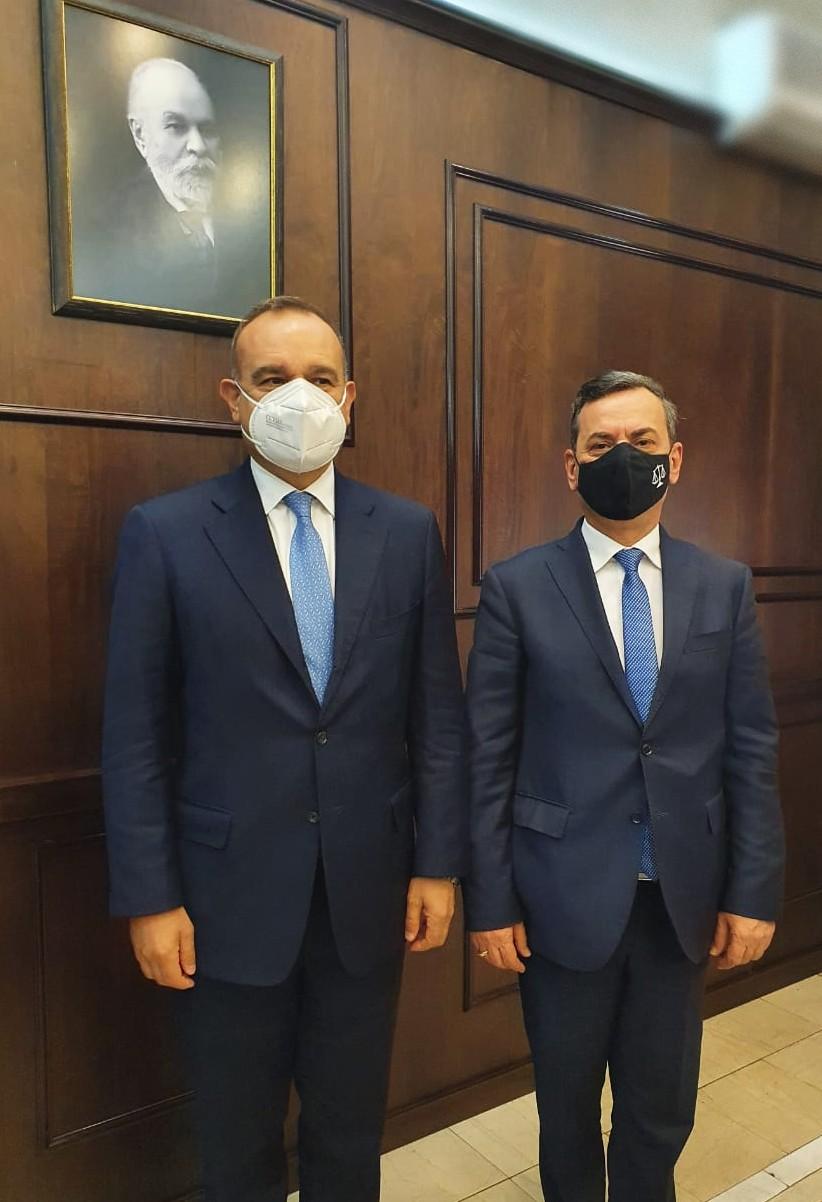 Zëvëndëskryetari i Gjykatës së Lartë Z. Sokol Sadushi ka pritur në një takim kortezie të enjten (08.04.2021) Kreun e Prezencës së OSBE në Shqipëri, Ambasadorin Vincenzo Del Monaco.