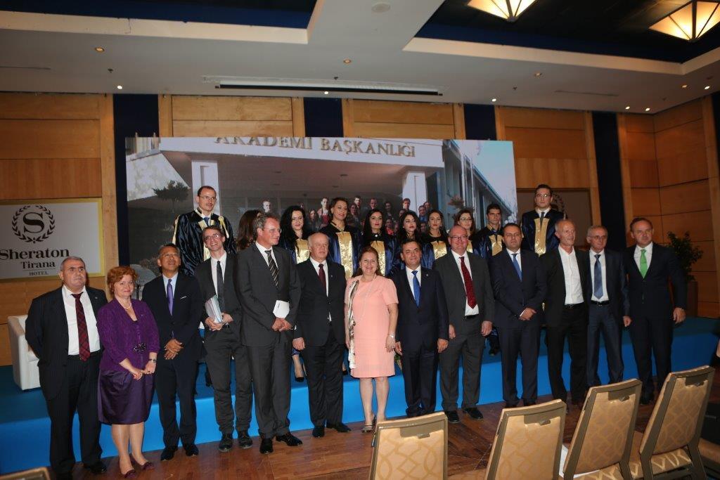 Kryetari i Gjykatës së Lartë Z. Xhezair Zaganjori ka marrë pjesë në ceremoninë e diplomimit të magjistratëve të rinj e cila përkonte edhe me 20 vjetorin e krijimit të Shkollës së Magjistraturës