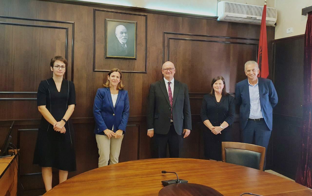 Ambasadori i Britanisë së Madhe në Shqipëri, Z. Duncan Norman, është takuar me disa nga anëtarët e Këshillit të Emërimeve në Drejtësi.