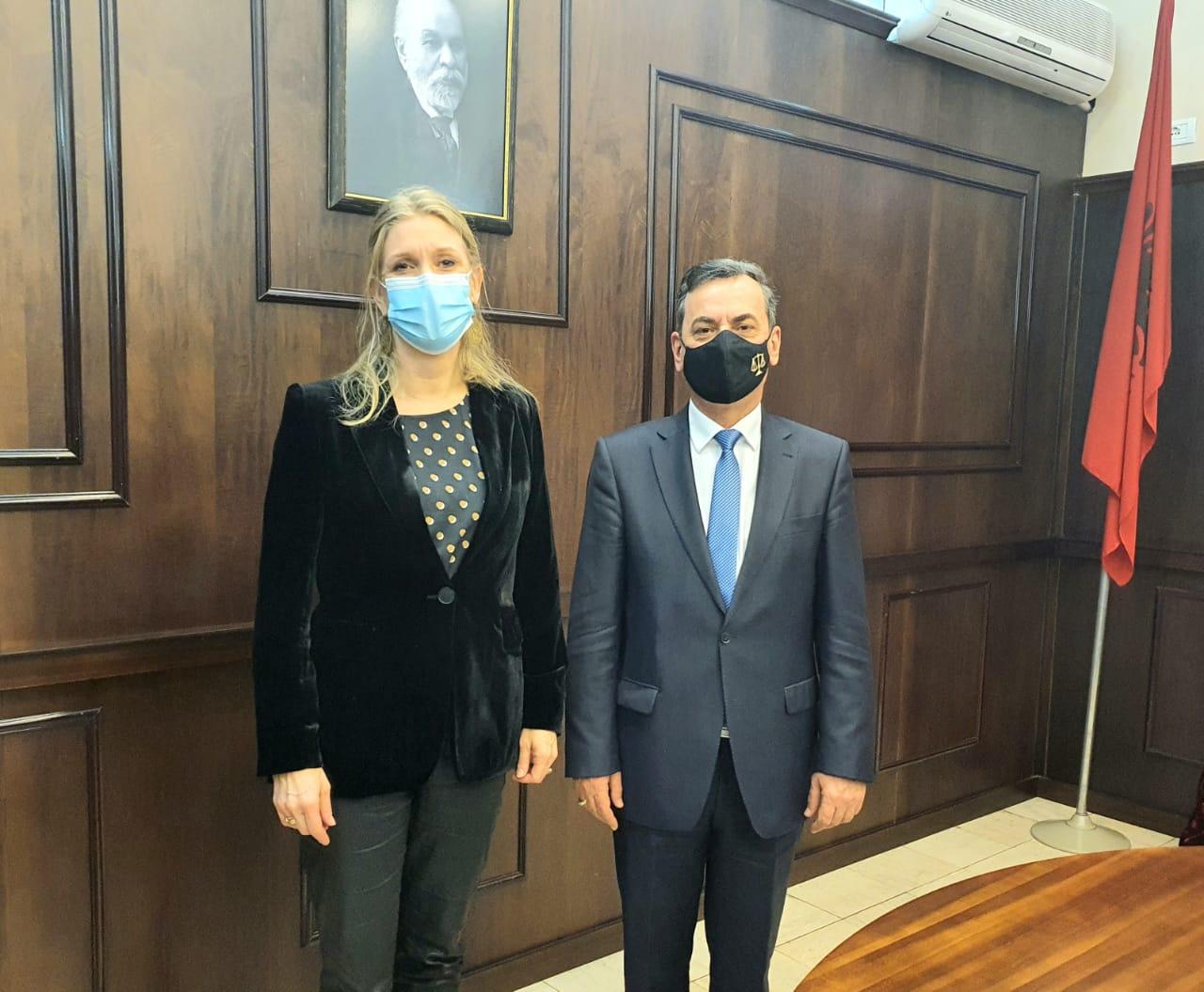 Ambasadorja e Mbretërisë së Hollandës në Tiranë Zj. Guusje Korthals-Altes dhe Zëvendës Ambasadori, Z. Rogier Nouëen, janë pritur  të martën, (26.01.2021) në Gjykatën e Lartë nga Zëvendëskryetari i i kësaj gjykate Z. Sokol Sadushi.