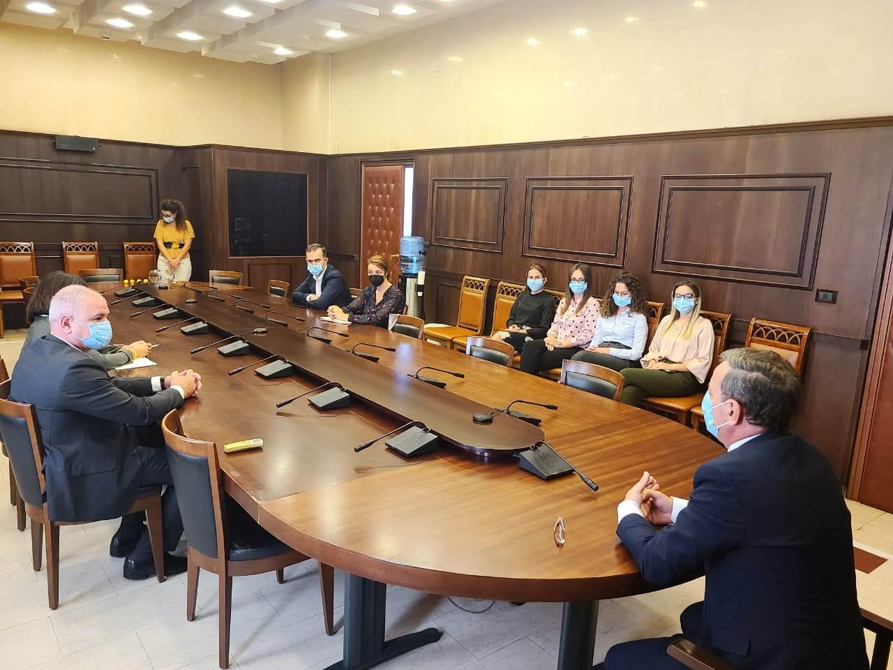 Hedhja e shortit për zgjedhjen e anëtarëve të Komisionit të Votimit që do të administrojnë procesin e votimit për zgjedhjen e anëtarëve të Këshillit të Lartë Gjyqësor